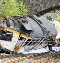 Testigos dicen que el tren se pasó la estación y al retroceder chocó con otro